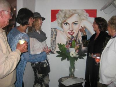Alexi Allens discusses her Marilyn Monroe oil painting (photo courtesy of Pamela Mesaros/OC Register)